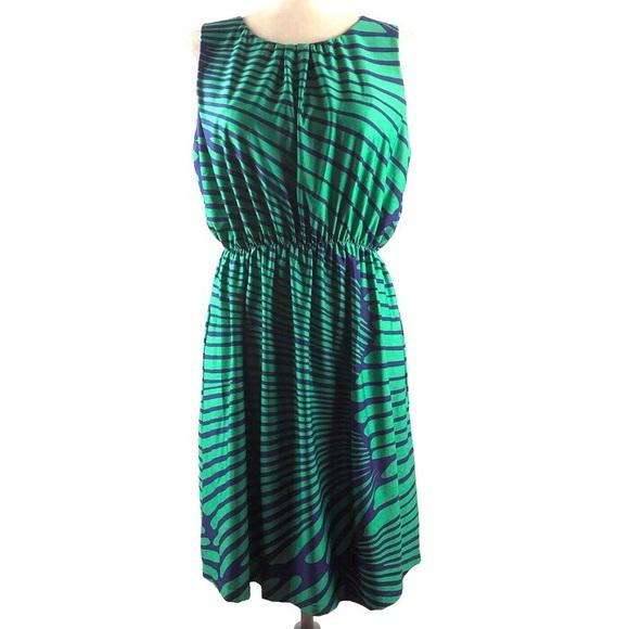 JB by Julie Brown Dresses & Skirts - JB By Julie Brown Silky Printed Dress